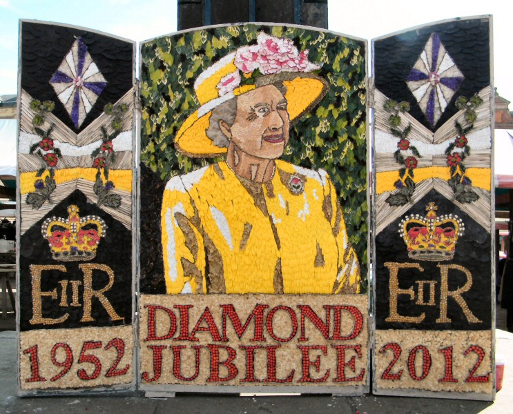 Chesterfield 2012 - Market Place Well Dressing