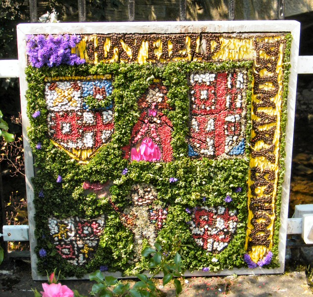 Hayfield 2013 - Primary School Well Dressing (1)