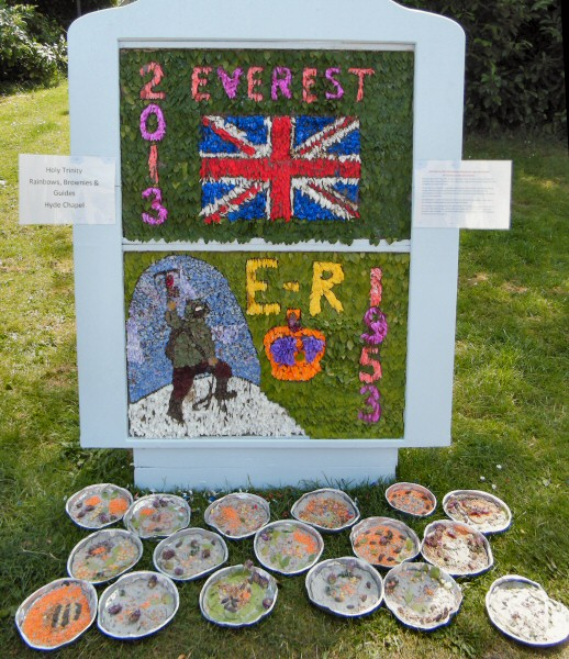 Gee Cross 2013 - Guides & Brownies Well Dressing