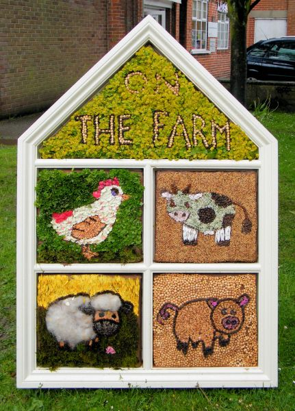 Wirksworth 2014 - Infant Schools Well Dressing