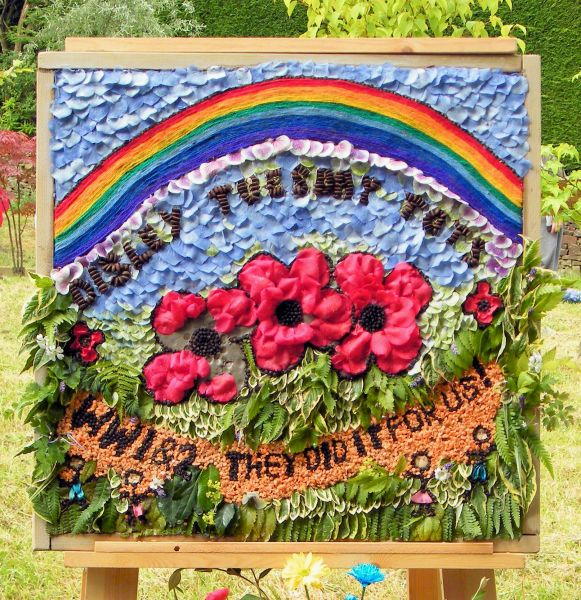 Disley 2014 - Tuesday Tots Well Dressing