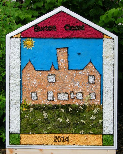 Bakewell 2014 - Burton Closes Hall Well Dressing