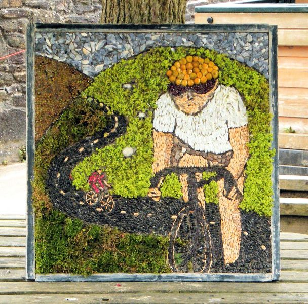 Buxworth 2014 - Primary School Well Dressing