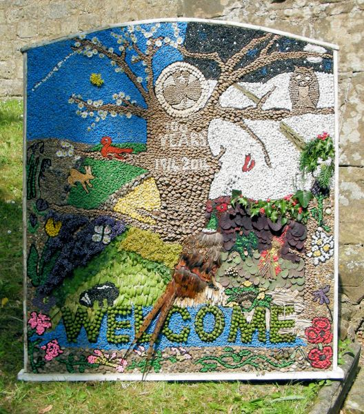 Pleasley 2014 - Brownies & Guides Well Dressing
