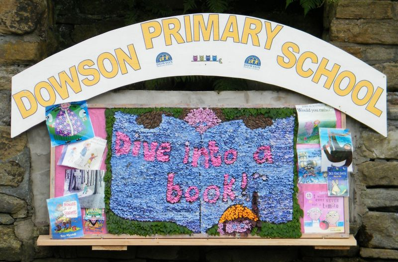 Gee Cross 2014 - Dowson Primary School Well Dressing