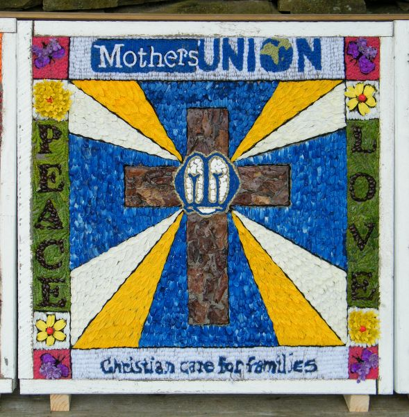 Hoylandswaine 2015 - Mothers' Union Well Dressing