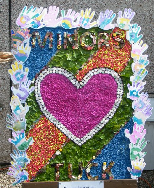 West Hallam 2015 - Minors Club Well Dressing