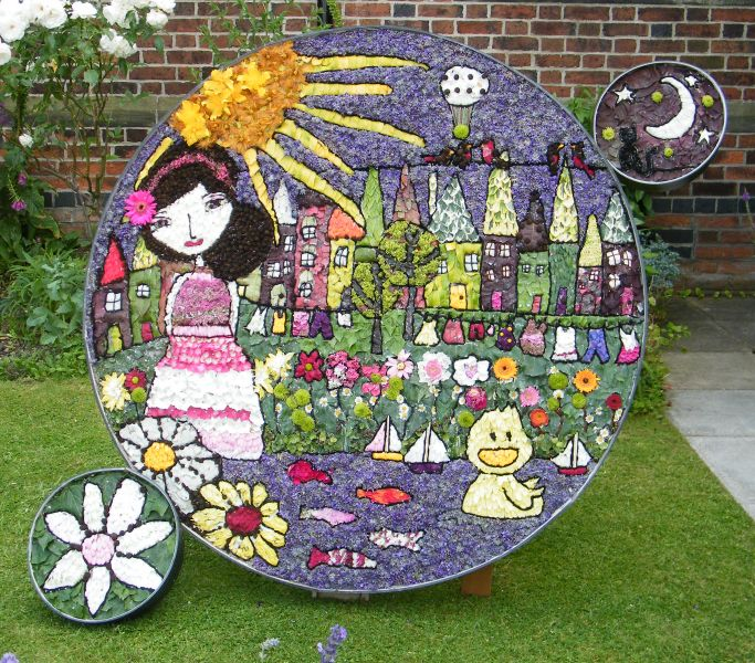 West Hallam 2015 - The Little Round Well Dressing