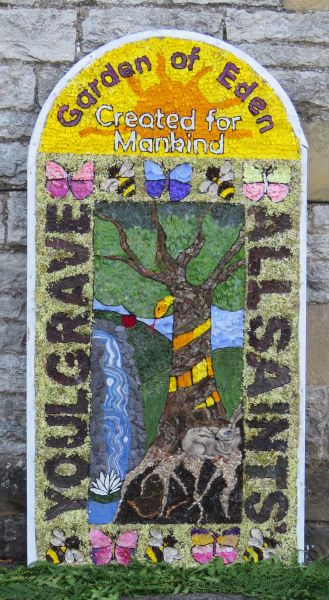 Youlgrave 2016 - School Well Dressing