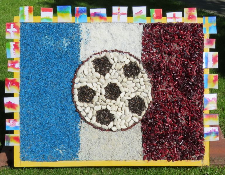 Aston-upon-Trent 2016 - Playgroup Well Dressing