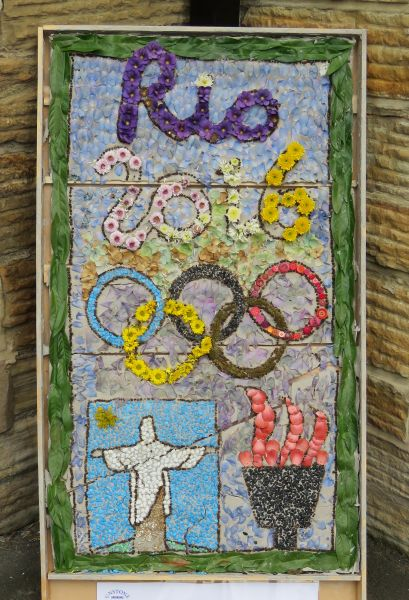 Unstone 2016 - St Mary's Infant School Well Dressing