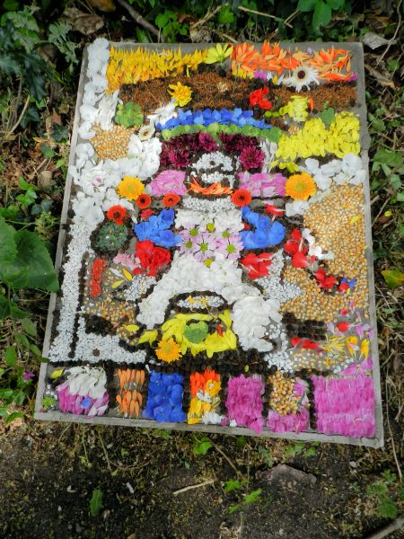 "Etwall 2016 - ""Have-a-Go"" Demonstration Well Dressing (1)"