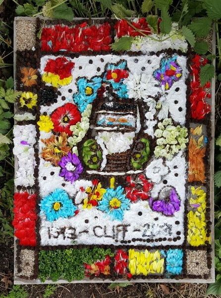 "Etwall 2017 - ""Have-a-Go"" Demonstration Well Dressing (2)"