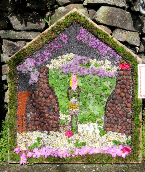 Endon 2017 - Endon Hall Primary School Well Dressing
