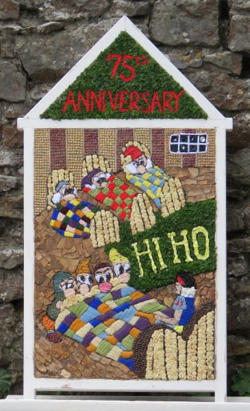 Little Longstone 2017 - Children's Well Dressing