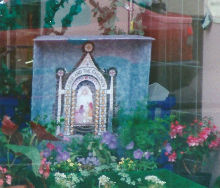 Buxton 1999 - Decorated Shop Window with miniature Well Dressing